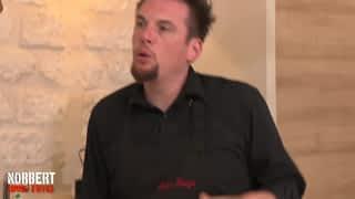 NORBERT COMMIS D'OFFICE - Mathieu et ses pâtes carbonara à la mayonnaise / Brigitte et son sauté de porc coco-banane